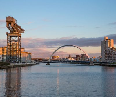 Looking-east-to-the-Stobcross-Crane-Finnieston-Crane-and-the-Clyde-Arc-bridge-connecting-the-southside-of-Glasgow-to-the-city-centre